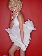 Me as marilyn monroe. Horny Mia Isabella Posing As Marilyn Monroe